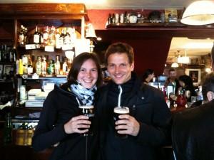 Cheers. Das Guiness nach der Runde bei Musik im Pub.