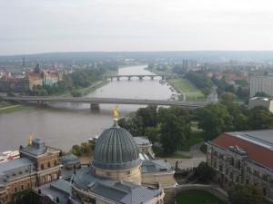 Panoramablick über Dresden und Elbe